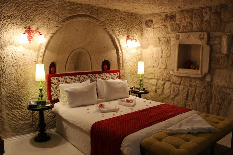 Hezen Cave Rooms