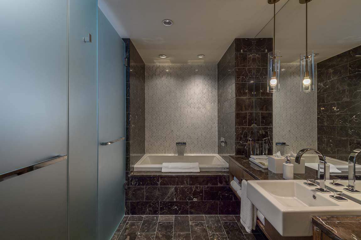 Loden Hotel Bathtub